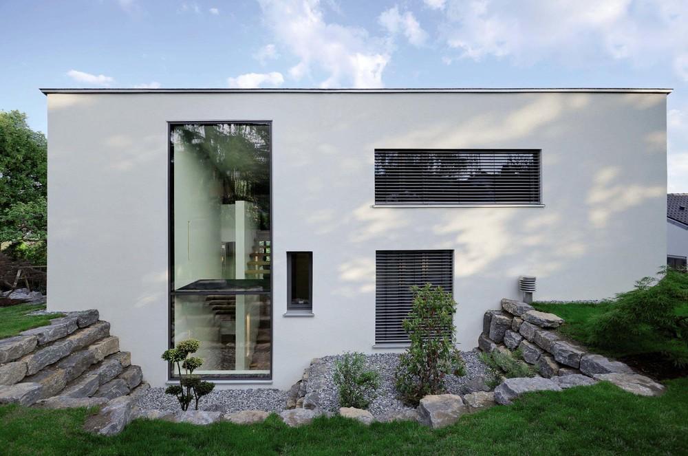 Raffstoren und Außenjalousien, perfekt integriert in Fassade