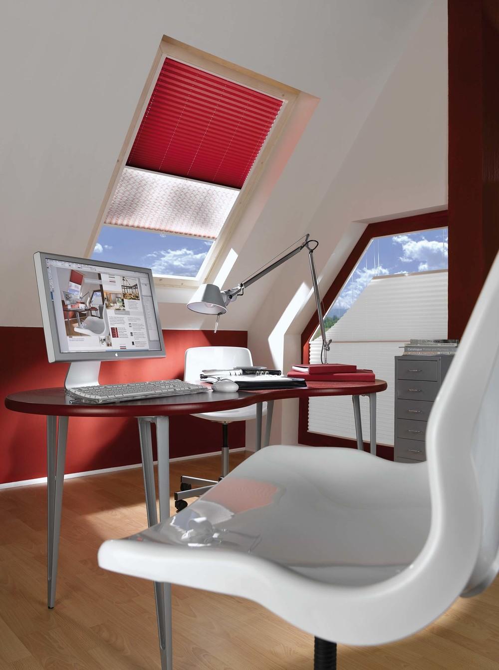Plissees & Faltstores: Arbeitszimmer Dachfenster