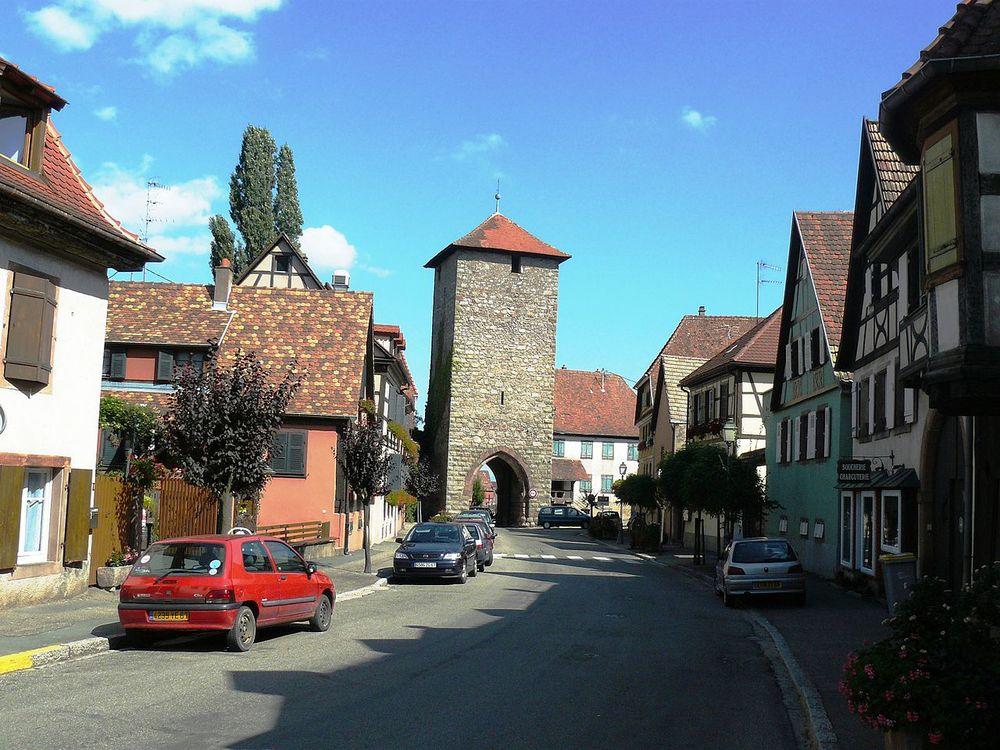 dambach-la-ville, en av stadsportarna. foto: B. Chenal