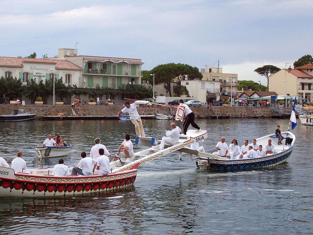 agde, tävling mellan två båtlag (Joutes). foto Felix Koenig