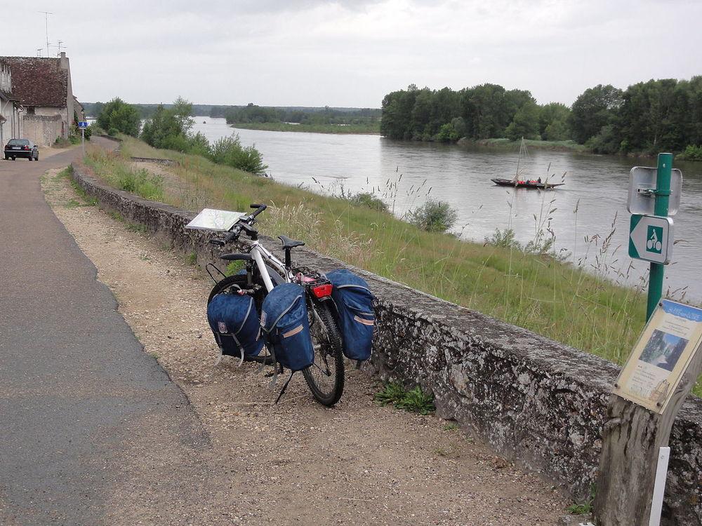 Saint-dyé-sur-loire, cykelvägen vid loire. foto Havang