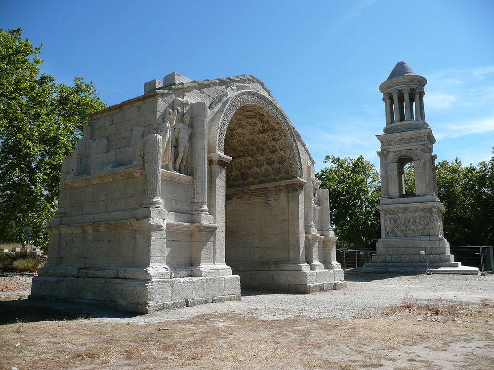Monument i Glanum. foto maarjaara.