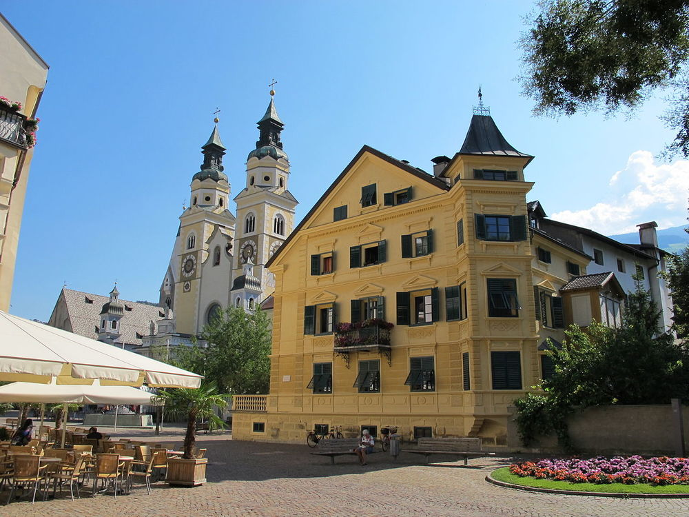 Bressanone, domkyrkan och piazza vescovile.foto sailko