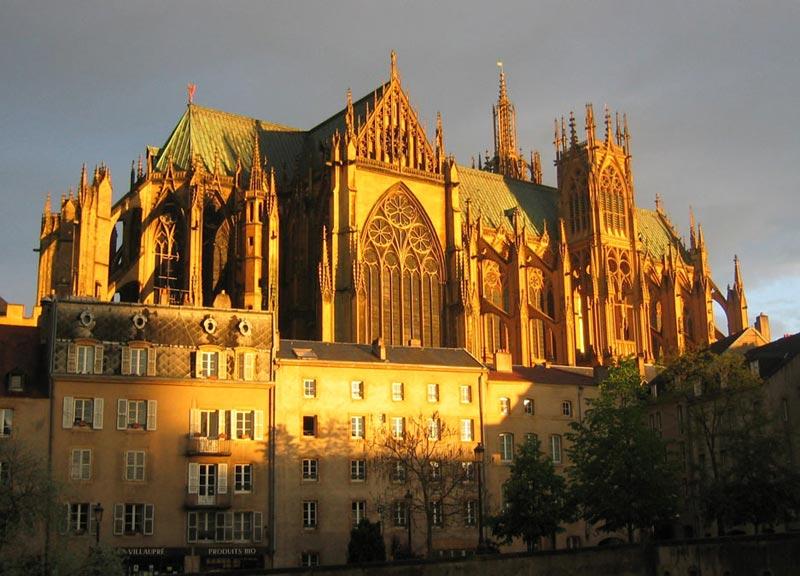 Metz, katedralen med glasmosaiker av Chagall.foto Baal77