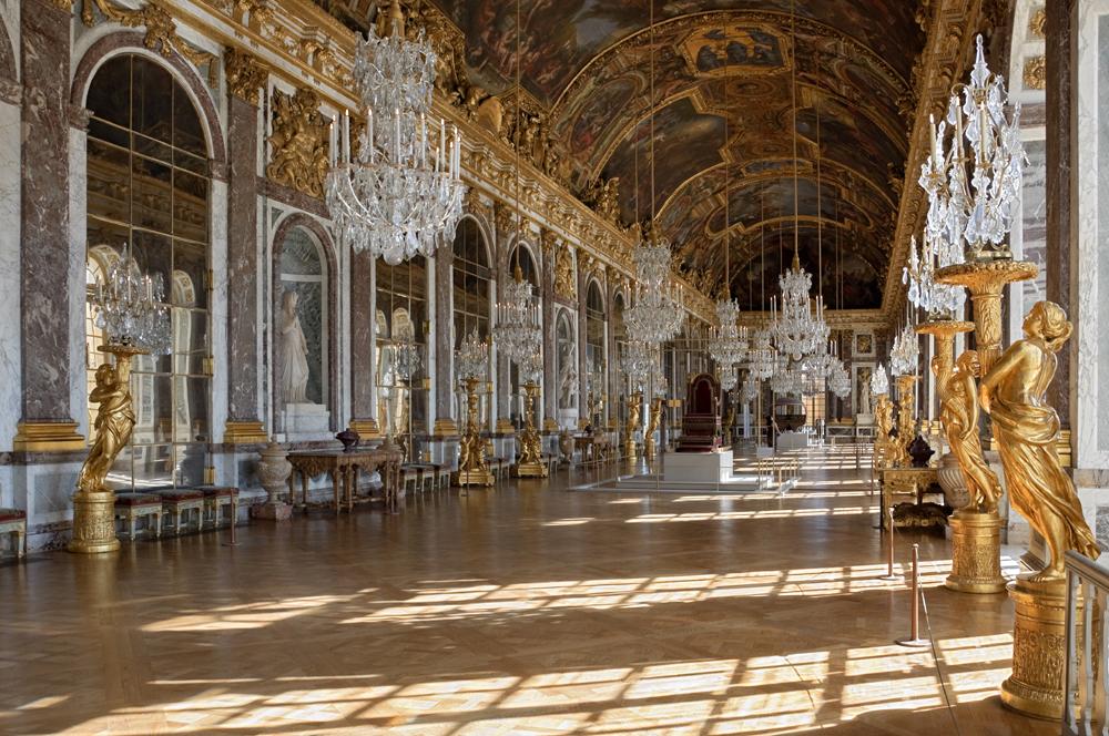 slottet i Versailles, spegelsalen. foto myrabella