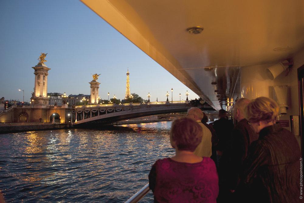 paris bron alexandre III och eiffeltornet