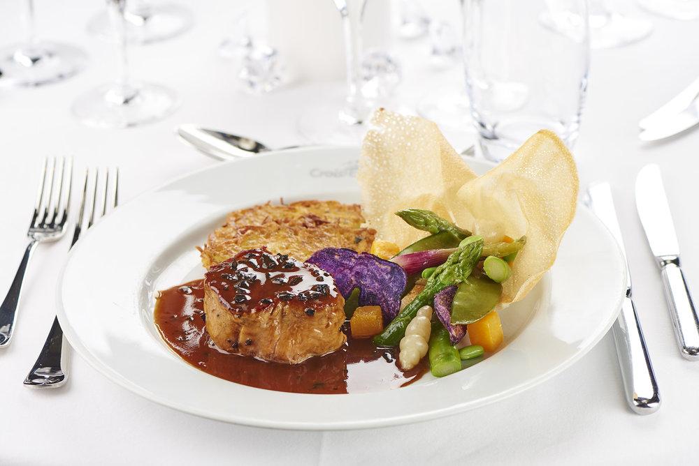 mignon de veau sauce perigueux (kalvkött) foto christian creutz
