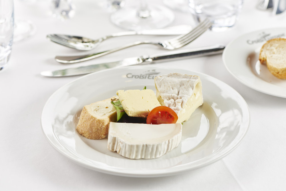 Assortiments de fromages (ostbricka) foto christian creutz
