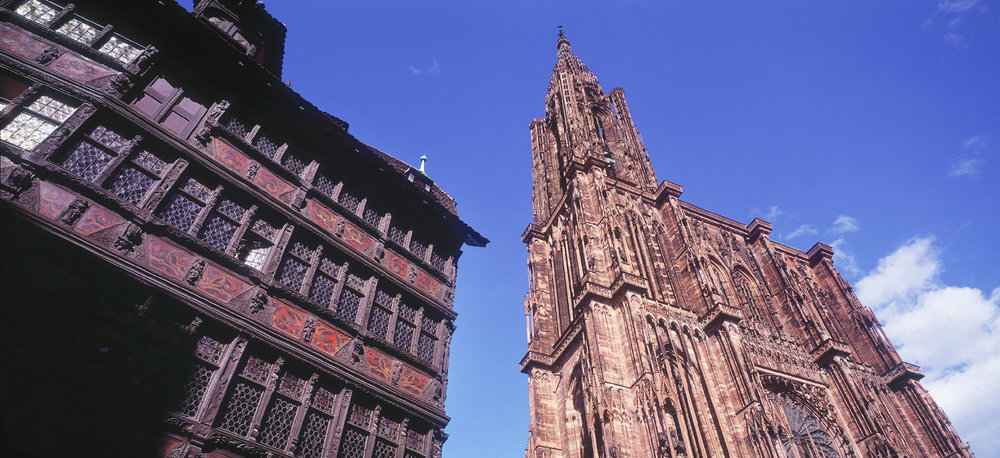 Strasbourg, kammerzell och katedralen med endast ett torn.