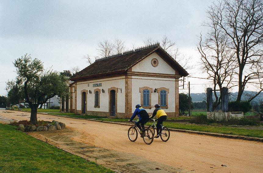 cykelvägen vid Den gamla järnvägsstationen i Santa cristina d'aro.