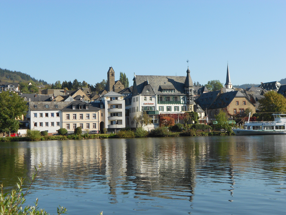Mosel_Mainufer.jpg
