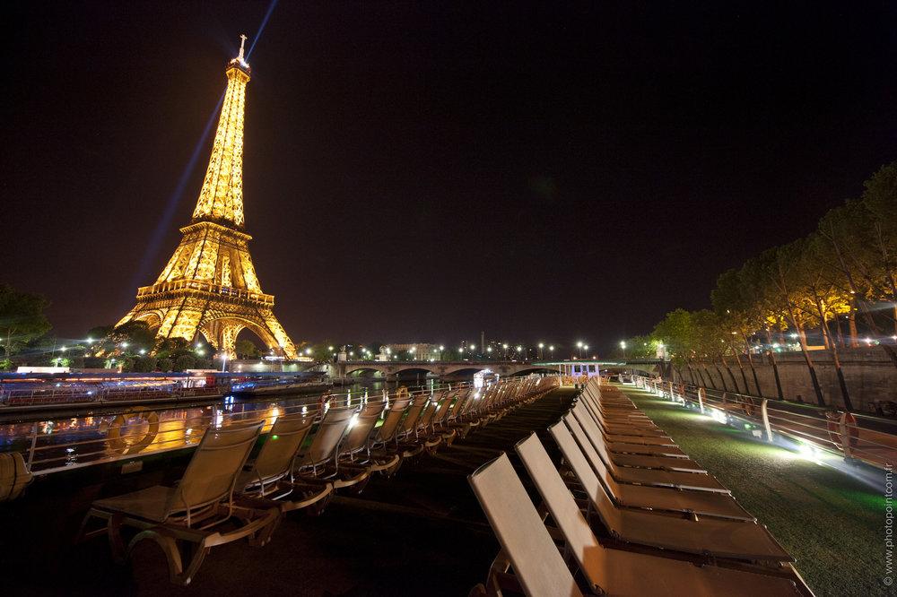 paris, Eiffeltornet på kvällen.