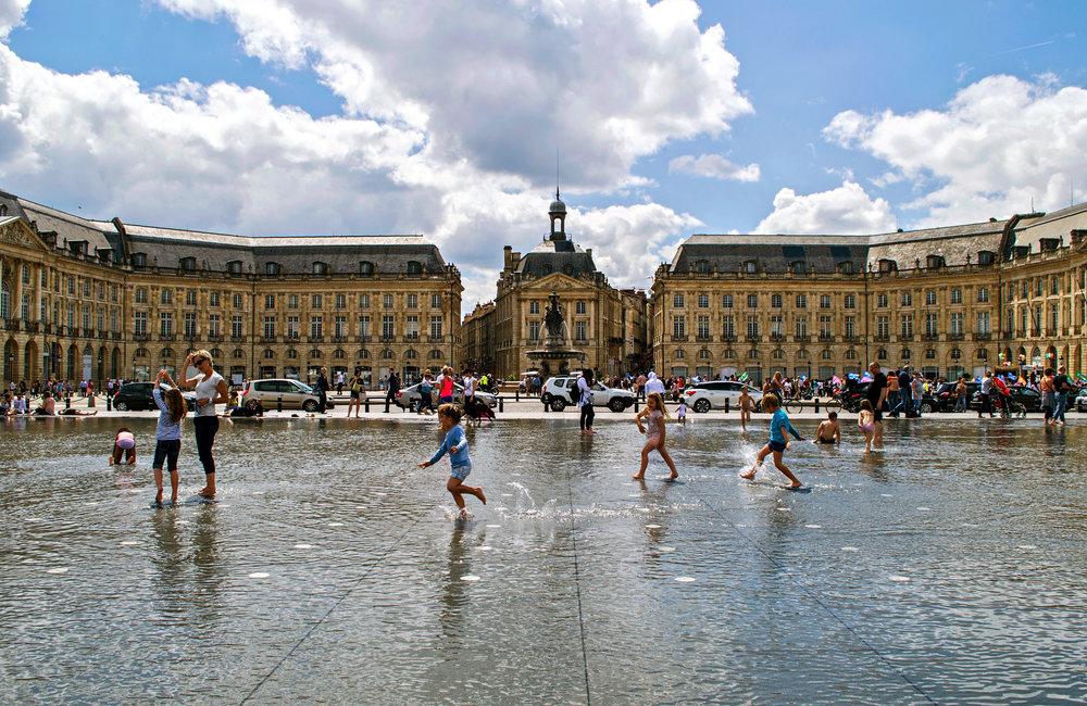 bordeaux, vattenspegeln framför place de la bourse. foto Christina Guan