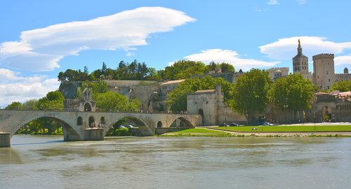 Avignon bron Pont Bénezet och påvepalatset