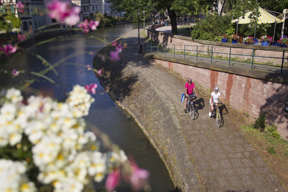 Cykelväg i Strasbourg. foto espace randonnée