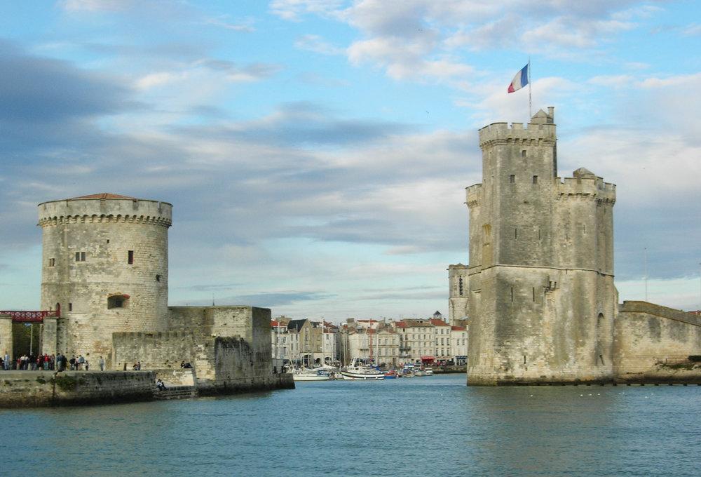 La Rochelle, gamla hamnen med de båda tornen. foto Remi Jouan