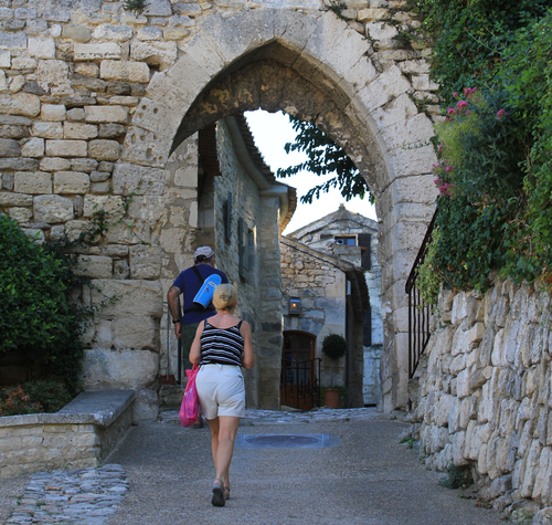 promenad i lacoste. foto HOCQUEL Alain - Coll. CDT Vaucluse