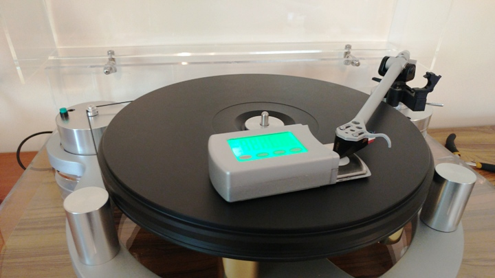 "Adjusting tracking force for cartridge using the Pro-ject ""measure it""."