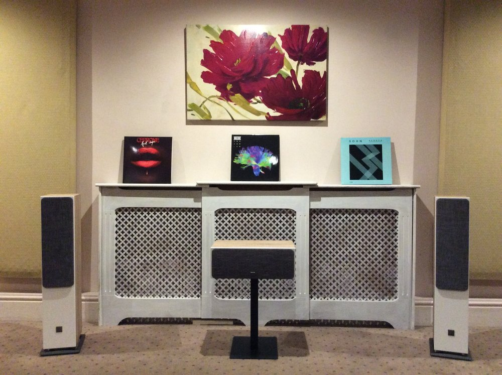 Dali Oberon 5 Floorstanders and Oberon Vokal Centre Loudspeaker with Grills