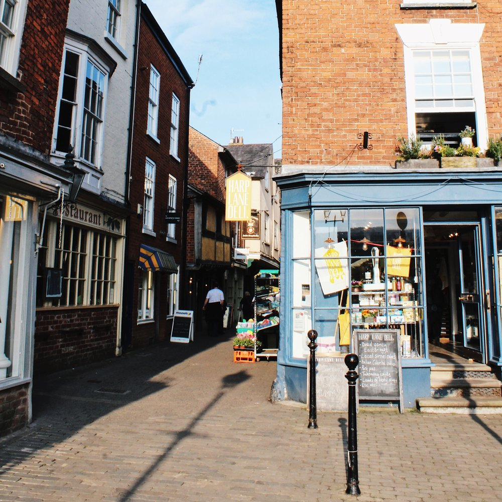 The wonderful Harp Deli. There is also a wonderful grocer and cheese shop up this side street.