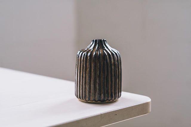 Carved vase by our member @janne_cornish, Photo @arturrummel  #stoneware #ceramicvessel #ceramicvase #carvedclay 🙏❤️