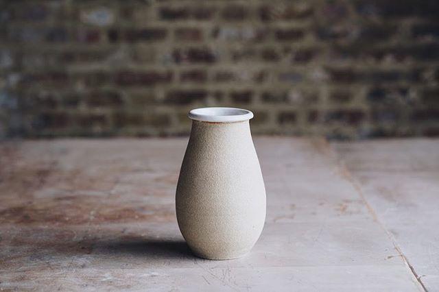 Lyrical form from our Hoxton technician @puyaceramics  Photo @arturrummel  #ceramicvase #vase #stoneware #instaceramics