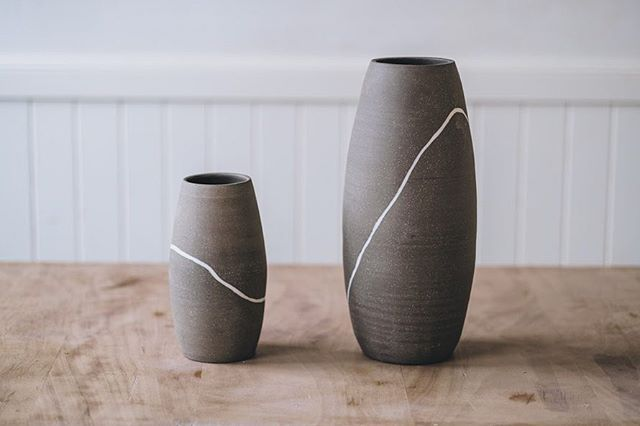 Vases with @s.m.ceramics  signature white seam. Like pebbles, they naturally evolve into a collection.  @arturrummel photography  #ceramicvase #pebble