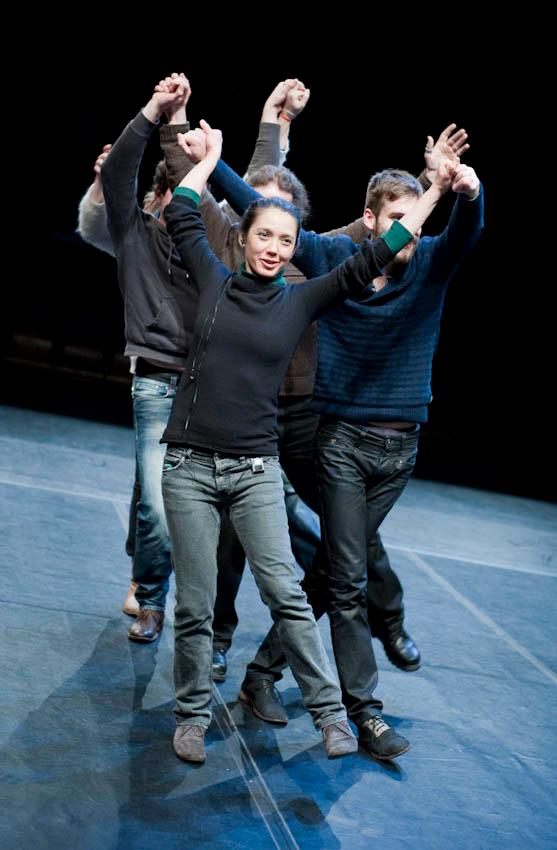 photo: Bram Mönster  (all audience members, including artist Filiz Sızanlı in the front)
