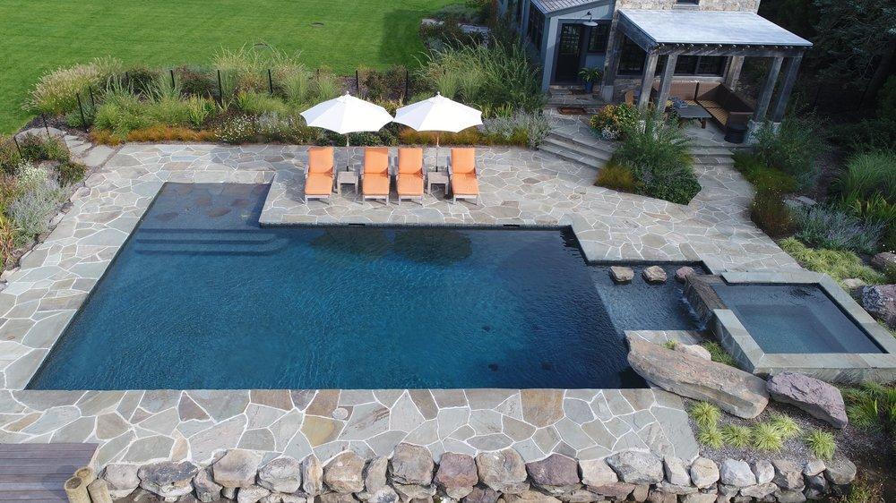 Cat9 Pool Spa Combo Gunite Silver Pelican Pools.jpg