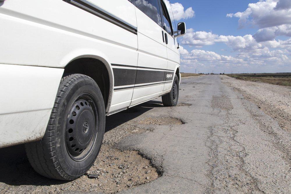pothole-1703340_1920.jpg