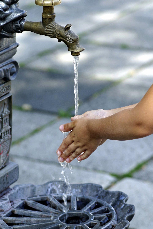 wash-hands-2657635_1920.jpg