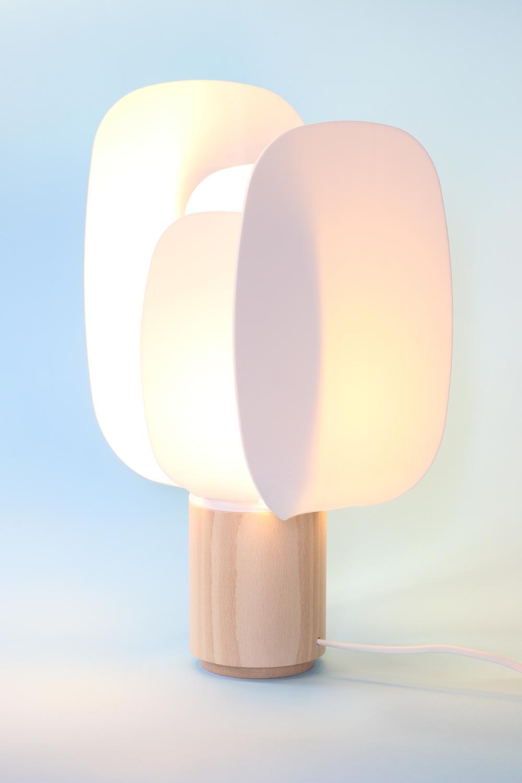 ophelia-the-lamp-design-diseño-design-en-salmon-mostaza-andrea-gelpi-iratxe-gonzalez-de-viñaspre-aluminio-material-metracilato.JPG