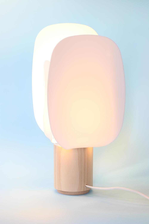 ophelia-the-lamp-design-diseño-design-en-salmon-mostaza-andrea-gelpi-iratxe-gonzalez-de-viñaspre-aluminio-material-metracilato-blanco-withe.JPG