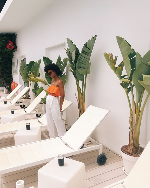 La Dolce Vita par Slim Aarons.  Swipe for outfit details! . . . . . . . . . . #fashionblogger #styleblog #ootdfashion #browngirlbloggers #parisienne #parisiangirl #holidaywear #vacances #blackgirlswhoblog #ibiza #blackgirltravel #whatiwore #wiw #blackfashionblogger #whowhatwear #outfitinspo #switchup #lovesummerhateeverythingelse #summerfeeling