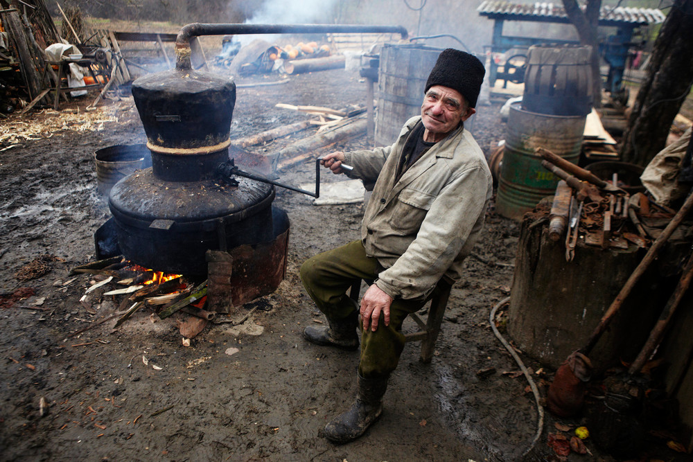 Romanian man with a Tsuika making machine