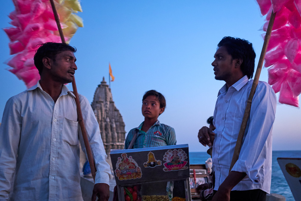 Vendors chatting in Dwarka