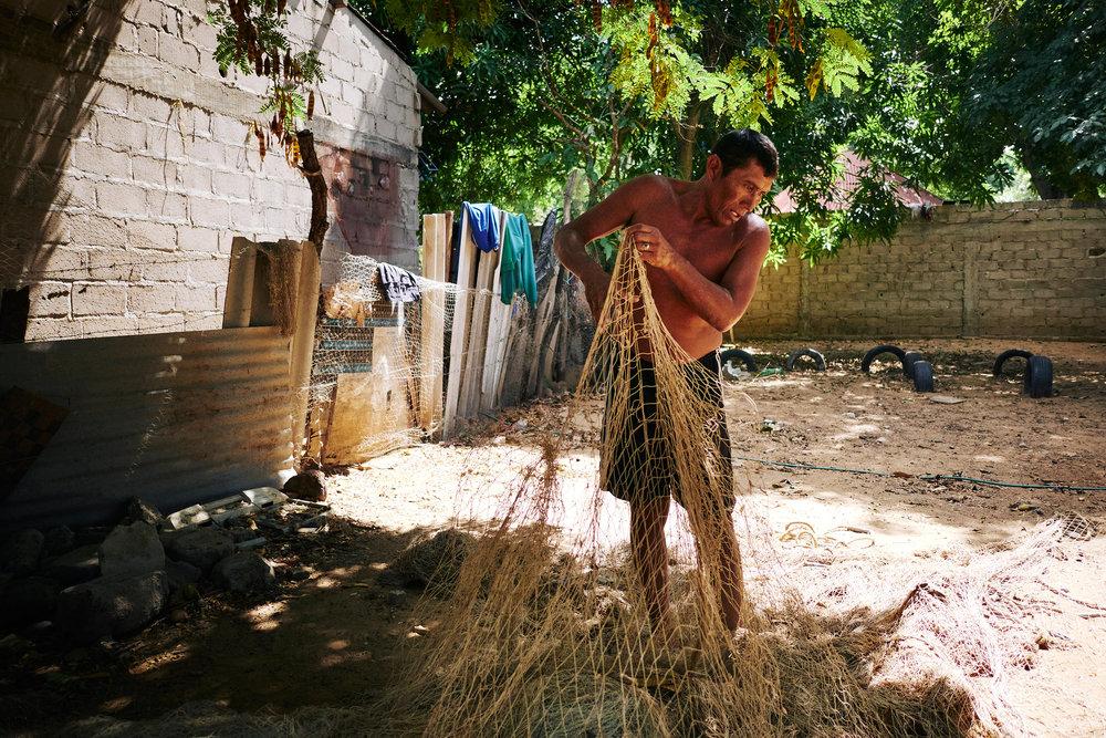 fisherman-untangling-net
