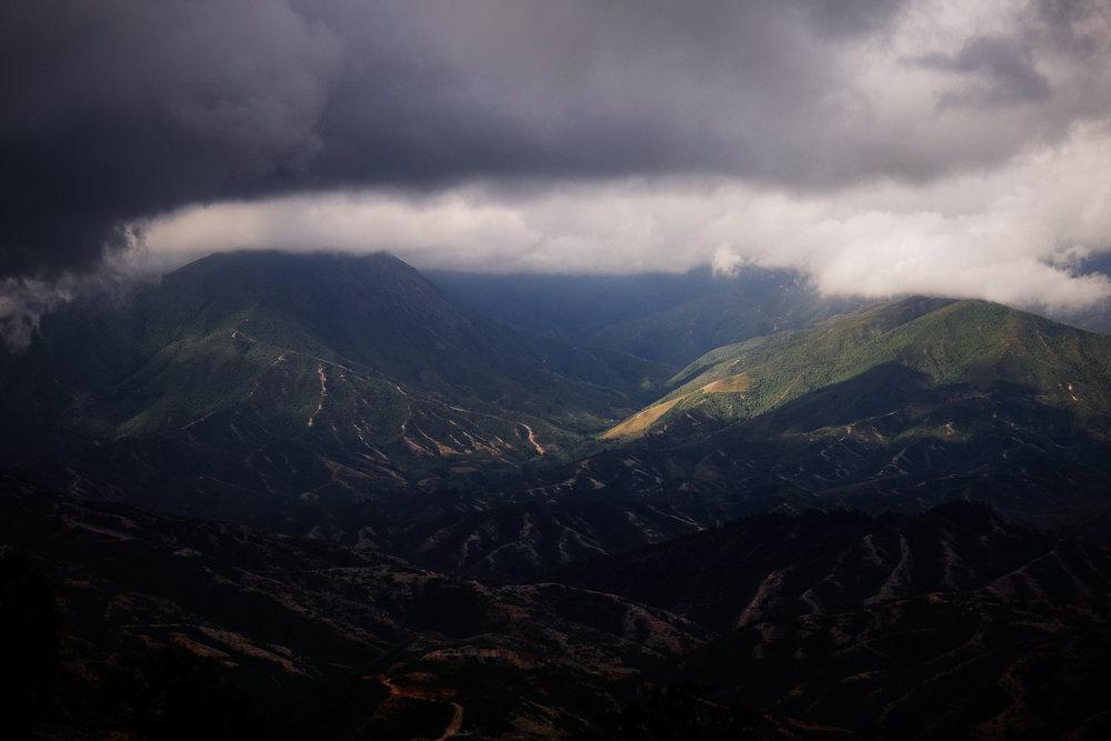 Mountains on the way to Nabusimake