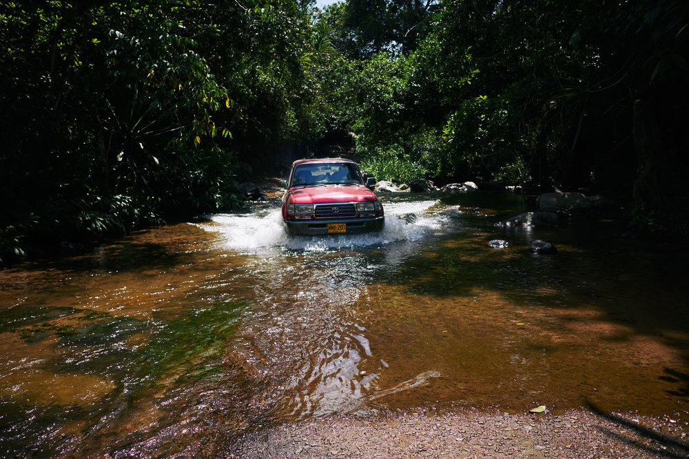 Colombia-travel-Nabusimake-car-through-water