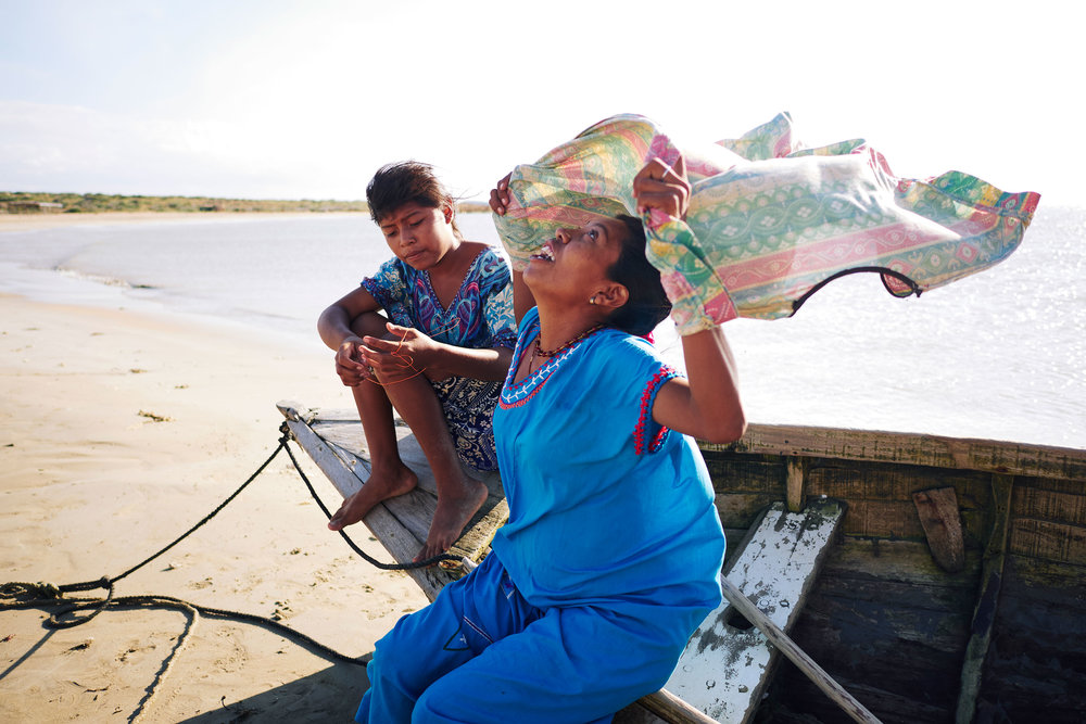 Colombia-travel-La-Punta-Gallinas-mother-and-daughter-sit-on-boat