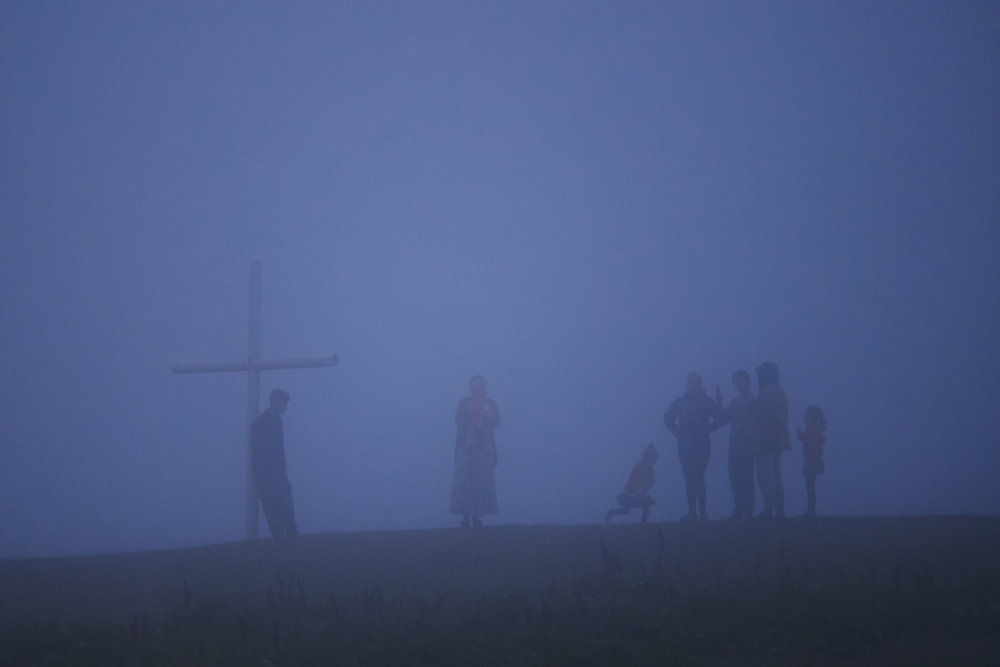 Bakhmaro-Georgia-villagers-in-fog