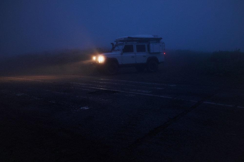 Bakhmaro-Georgia-Landrover-Defender-fog-dark