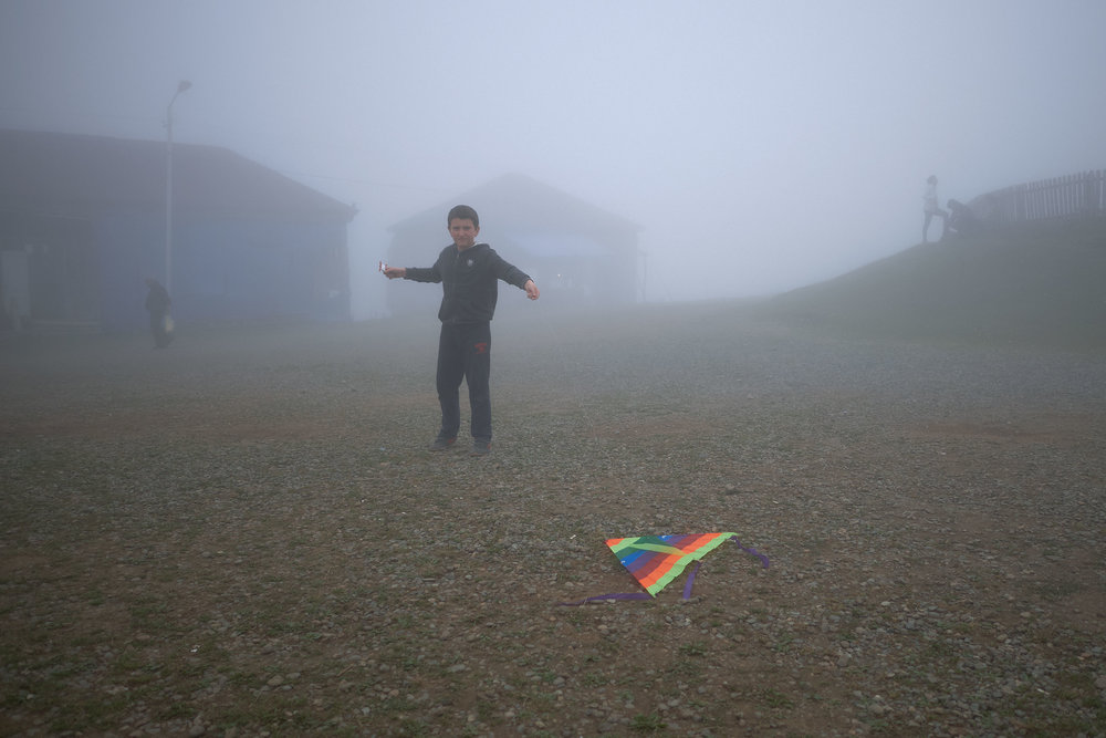 Bakhmaro-Georgia-boy-with-kite