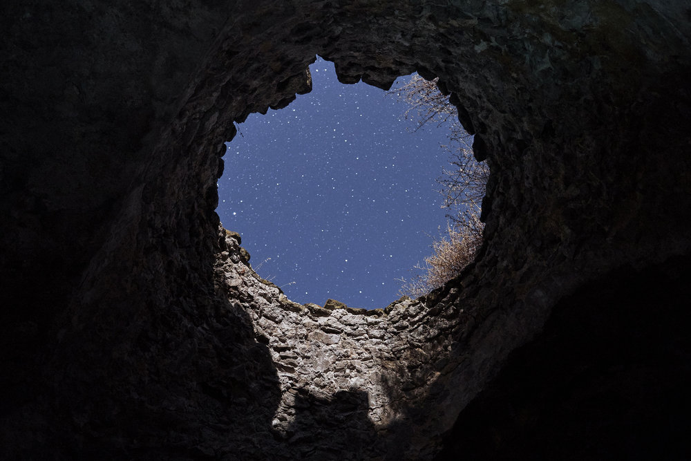 Armenia-starry-sky-through-the-hole-of-a-ruin