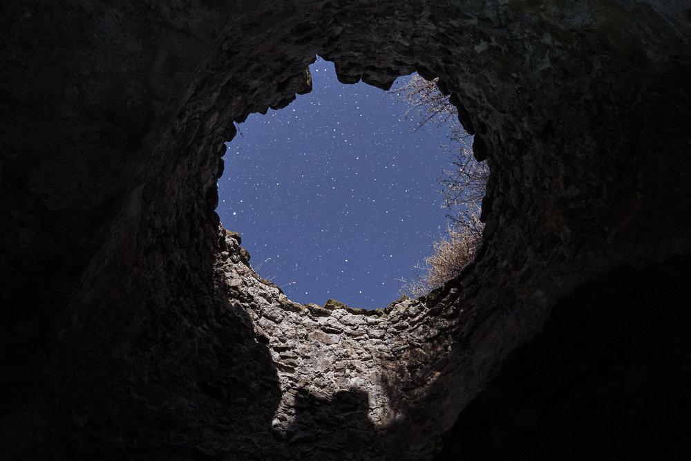 Armenia-starry-sky-through-the-hole-of-a-ruin