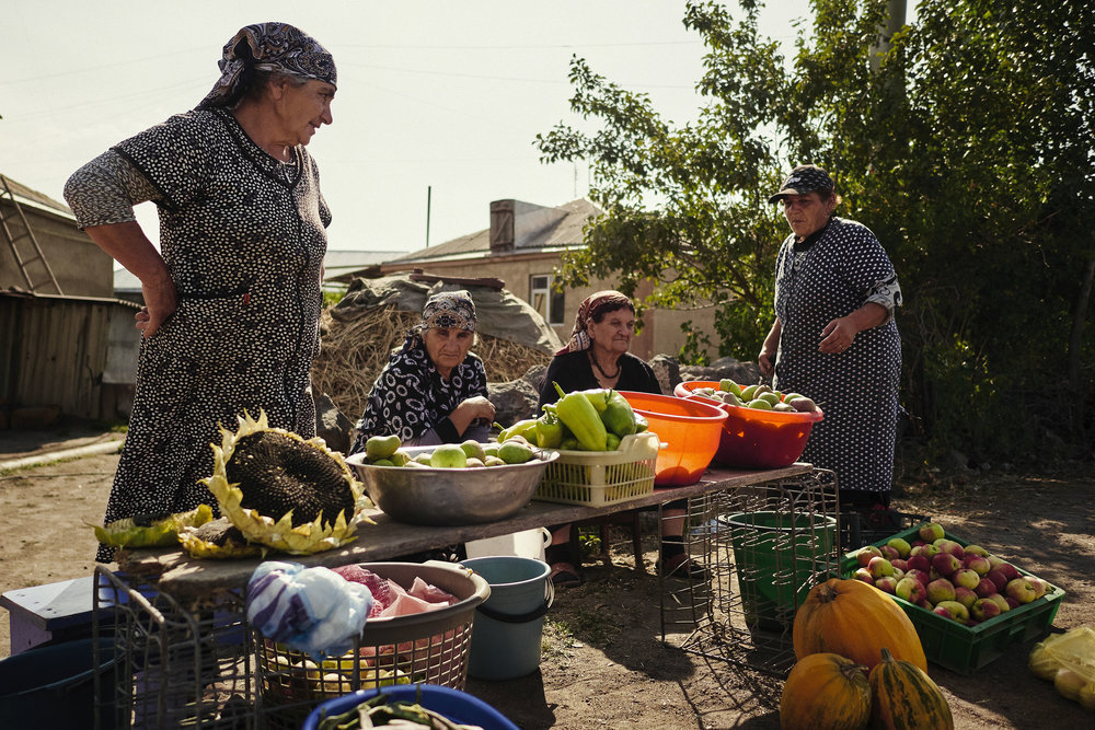 Armenia-Lake-Sevan-road-selling-produce