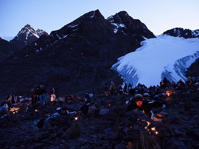 It was a magical morning that day. Everybody waiting in the cold, at 5,000 meters. People lighting their candles in expectation... #Qoyoriti #Peru #Andes #Quechua #Queshua #celebration #candle #dusk #bluehour #snowpeak #travelphotography #travelphotographer #tradition #costume #mountains #Inca #culture #Panasonic #G9 #Lumix #cold #altitude
