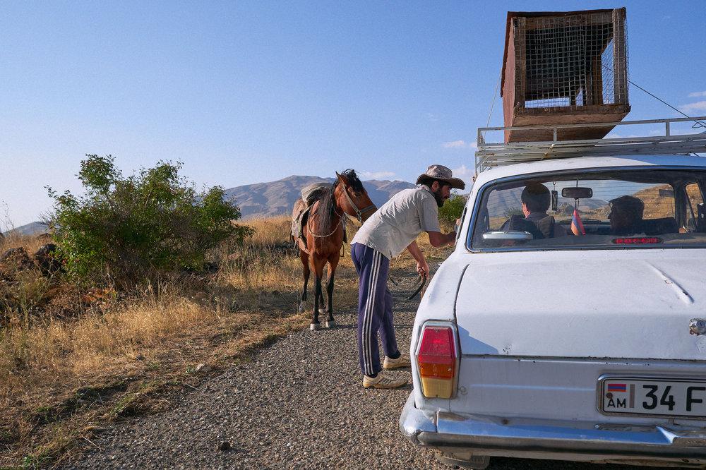Armenia-Vayots-Sar-man-in-cowboy-hat-giving-directions.jpeg