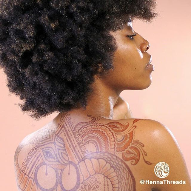 Yakuza henna and jagua DETAIL  Ft. @victoriaknowsbest  Original concept by @cesarbuelto. See the full execution of his vision on his profile. Swipe to see one of the pix  ________________________ #jagua #jaguastain #henna #hennastain #backtattoo #backhenna #backjagua #kingstonhenna #kingstonhennaartist #jamaicanhennaartist #jamaicanhenna #hennathreads #hennaonblackpeople #hennastainsonblackpeople #jaguaonblackpeople #jaguastainsonblackpeople #yakuzatattoo #yakuzahenna #yakuzajagua #mewarewo #adinkra #commitment #perseverance #ishallmarryyou #afroart #afropunk #chrysanthemumtattoo #snaketattoo #snakehenna #snakejagua