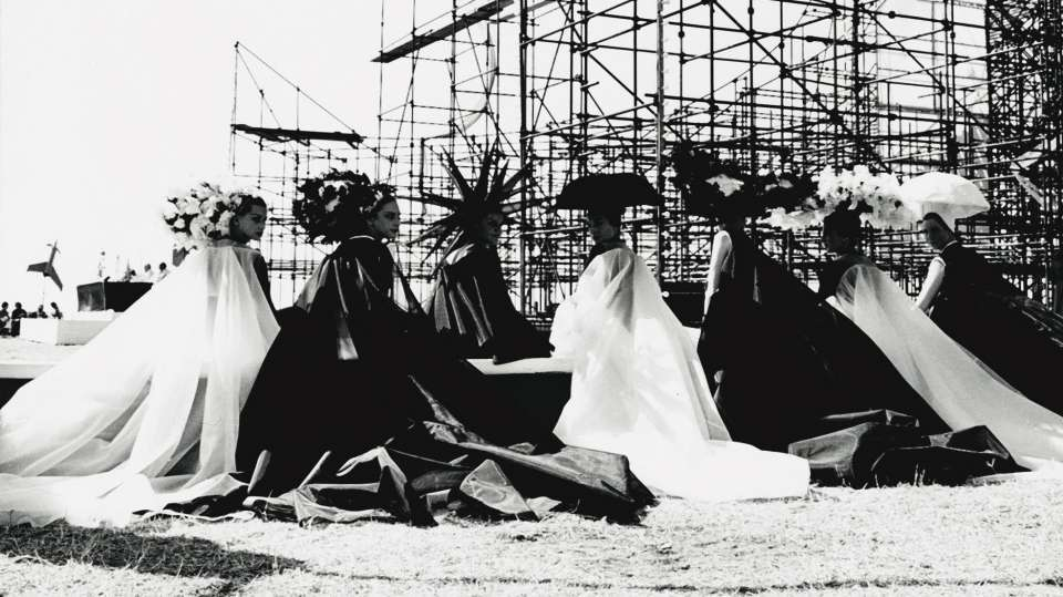 a still from Federico Fellini's 8/12, 1963